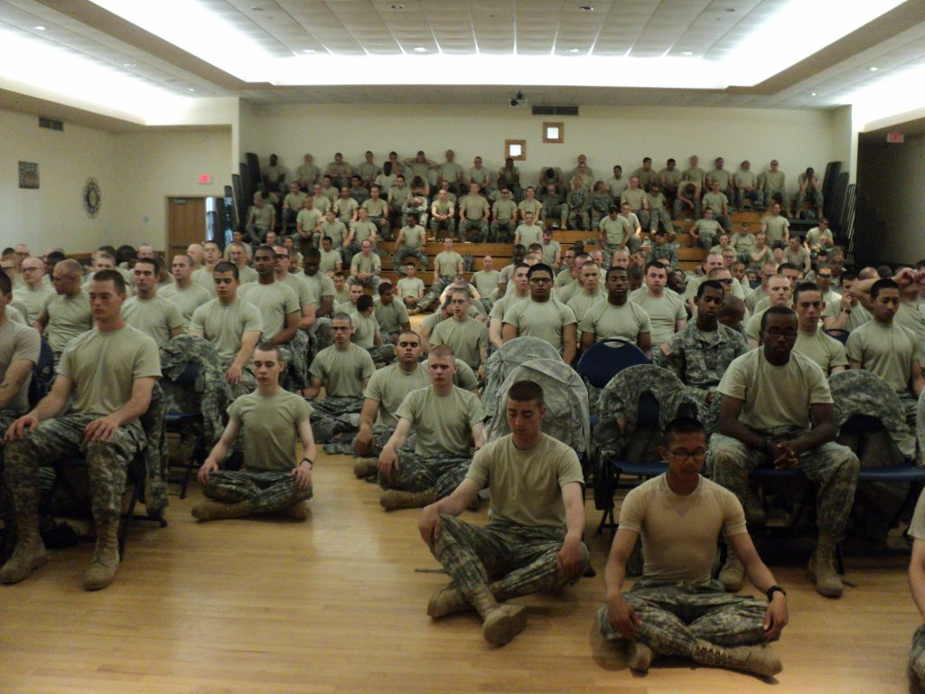 Militares Meditando