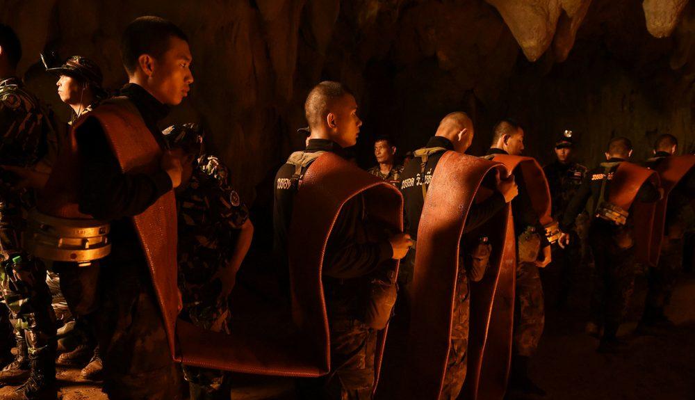 12 meninos presos em caverna na Tailândia